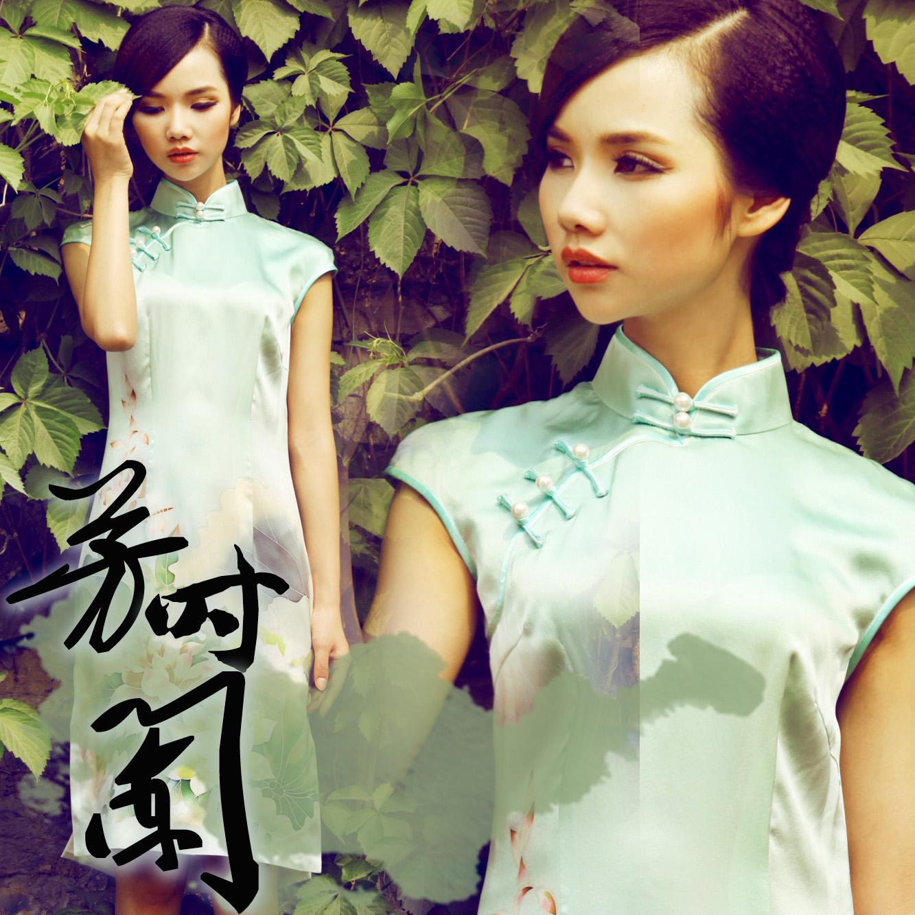 芳时阑红馆原创时尚真丝日常改良短款旗袍裙夏装淡蓝色水墨荷花