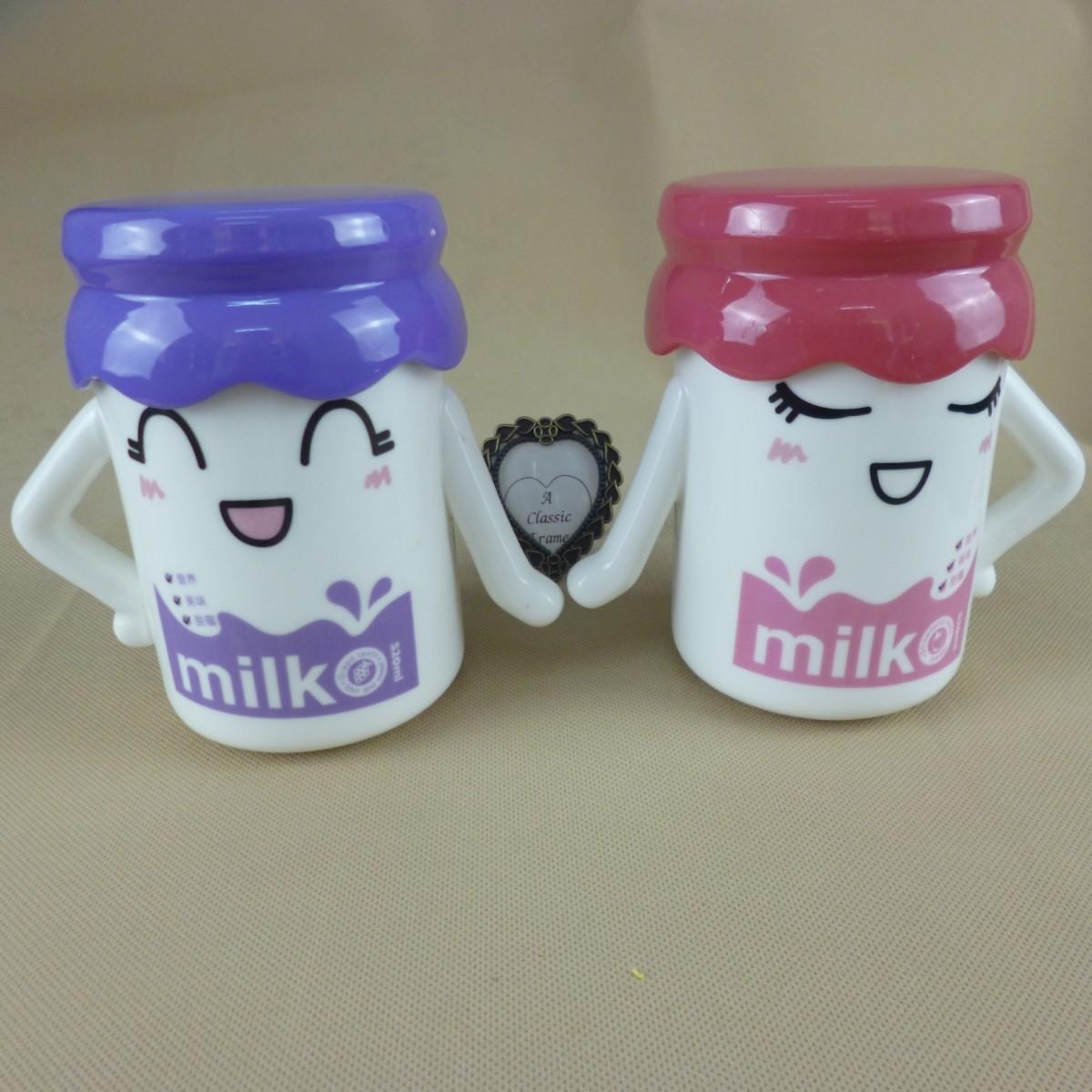 大号情侣牵手对杯 马克杯骨瓷杯 卡通创意奶瓶杯 带盖 2个包邮