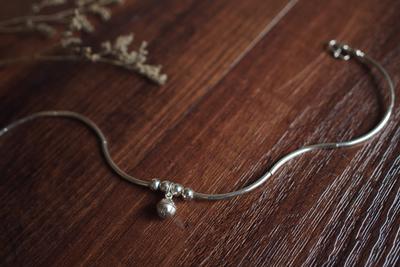 「清露未��」铃音。银铃铛。一划素雅银光。原创925纯银弧线脚链