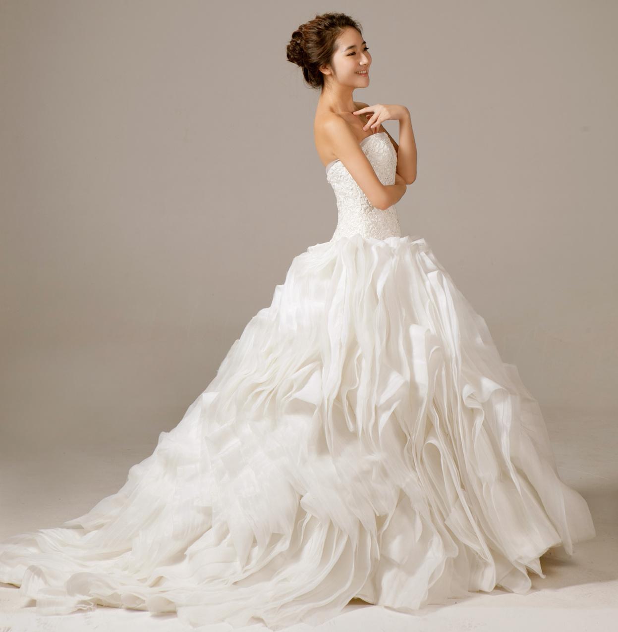 超奢华抹胸M字结婚季领订钻收腰蓬蓬层叠纱拖尾白婚纱礼服 实物拍摄