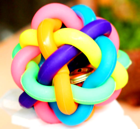Colorful bells and balls colored plastic woven ball pet toys, dog toys, rubber toys, Teddy VIP toys
