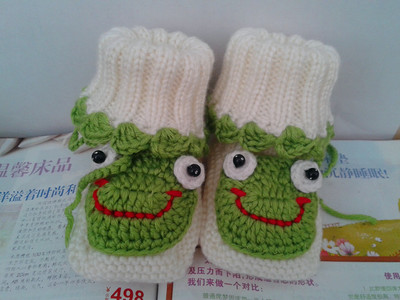 Hand-knit cute cartoon frog models fall and winter high-top shoes, baby baby wool soft bottom shoes men 0-1 years old