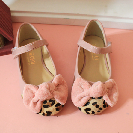 Танцевальная детская обувь Корейский меха леопарда печати бархатной бант розовый черный принцесса девочек липучки обувь Пу кожа для осень/зима платья обувь
