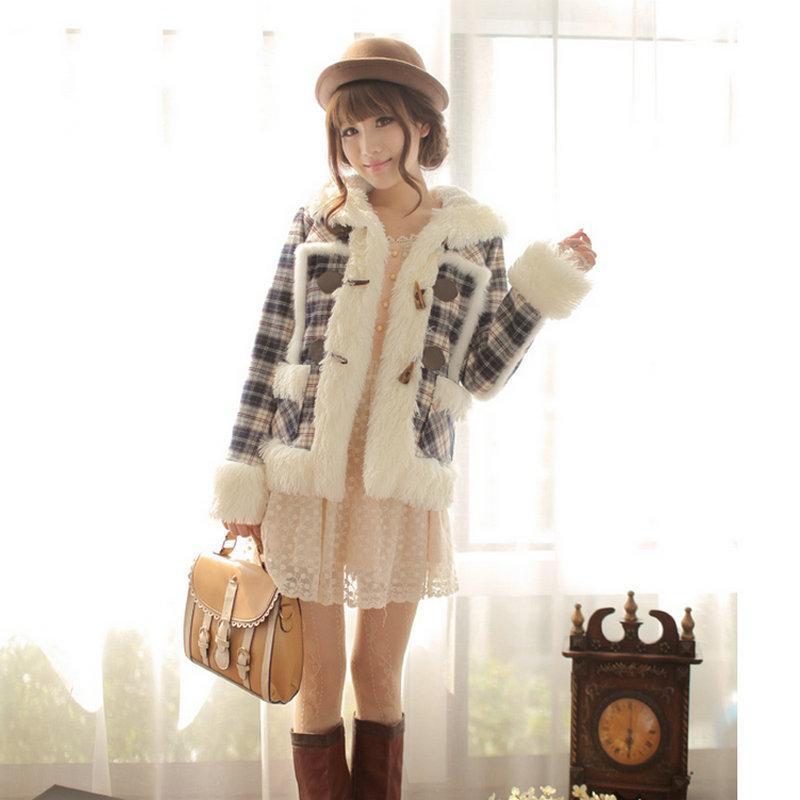 Женская утепленная куртка 2013 Зимняя с капюшоном Пальто плед мягкий лайнера короткие сладкие плюшевые Рог кнопки пальто женщин