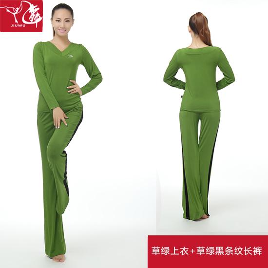 Цвет: Зеленая рубашка + зеленые брюки