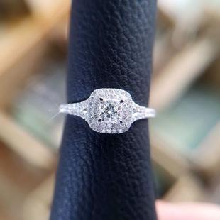 买一夏18k金30分真钻钻石公主方形戒指女 群镶满钻显大时尚 结婚G