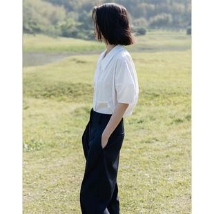 CAREMIND解构切割 强调腰线廓形天丝棉白色设计感短袖衬衫女春夏