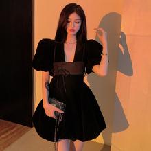 气质小裙子女法式复古小众V领蓬蓬裙夏季丝绒小黑裙泡泡袖连衣裙