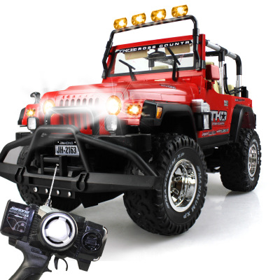 Upgraded version of Navigator SUV Wrangler remote 1: 8 remote control toy car oversized gift boxes ruggedness crashworthiness
