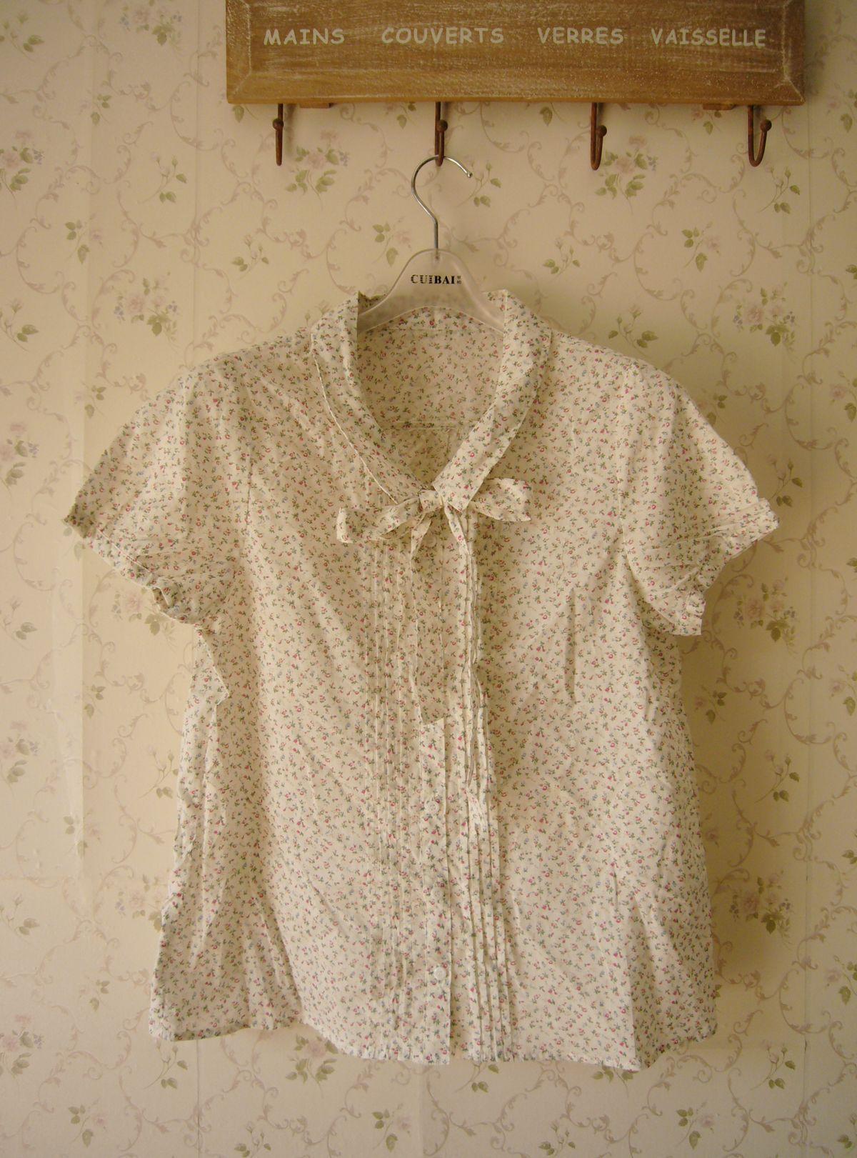 женская рубашка Цикл теперь оригинальный баночку воротник съемный ленты цветочные печати пузырь короткие многоцветные маленькие красные цветки. Милый Короткий рукав Рисунок в цветочек