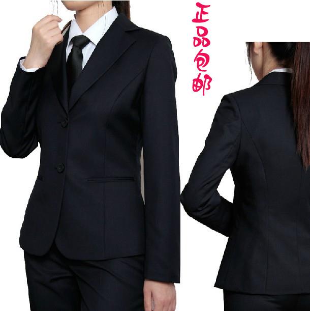 Женский костюм брючный с галстуком