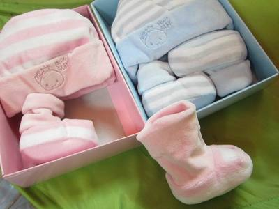 Counter genuine warm hat newborn baby hats gloves thick cotton socks and shoes small velvet gift box