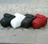 此 款 为 NEX-5C /NEX-5N 可 装 带 有 闪 光 灯 的 皮 套 40 元. 黑.白.棕.粉 4 色.