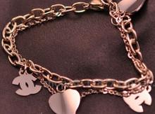 La parte superior de la doble C de Chanel chanel rosa de 14K chapado en oro pulsera de titanio pulseras de las mujeres el amor caída