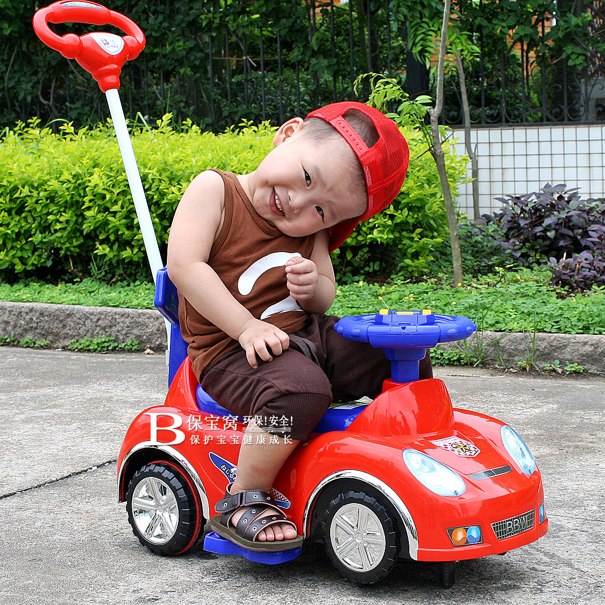 香港保宝窝儿童扭扭车带推杆摇摆车宝宝多功能双IC板音乐童车玩具