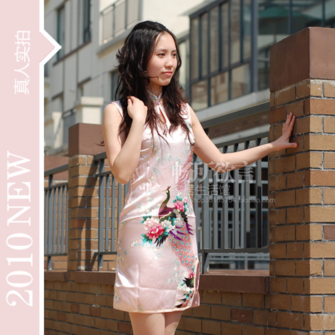 Платье Ципао 滴水旗袍彰显女人气质时尚仿真丝袍盘扣短袖短旗袍孔雀款粉色