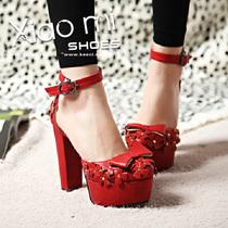 韩范 镂空蝴蝶结铆钉凉鞋 粗跟包头个性女鞋 大红