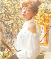 2014秋季新款女装高端定制甜美性感纯色立体花装饰长袖露肩衬衫