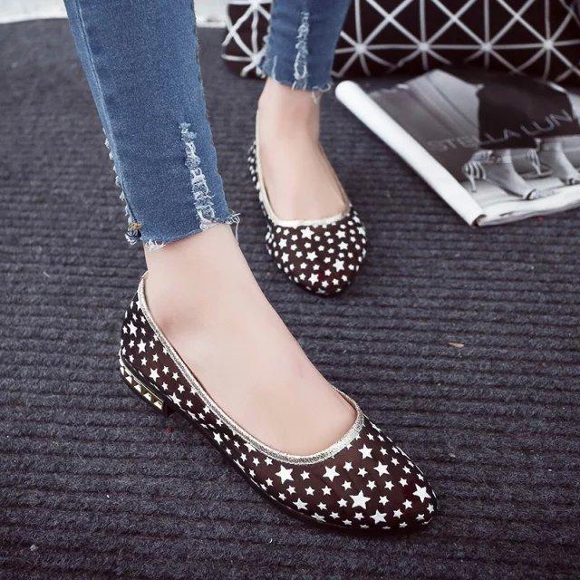 Прозрачные сандалии летом плоским наконечником сетки стразами плоский бин обувь дамы плоский беременных женщин против скольжения мягкие