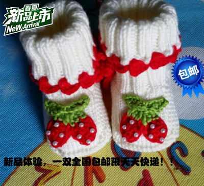 Hand-woven wool baby shoes soft bottom newborn 0-1 years old strawberry new one pairs free shipping