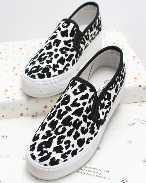 Korean version of a small adorable cat leopard sets foot pedal singles shoes casual canvas shoes to help low flat shoes influx of students