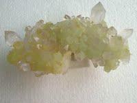 【奇石缘】矿物晶体 水晶与翠绿色葡萄石共生