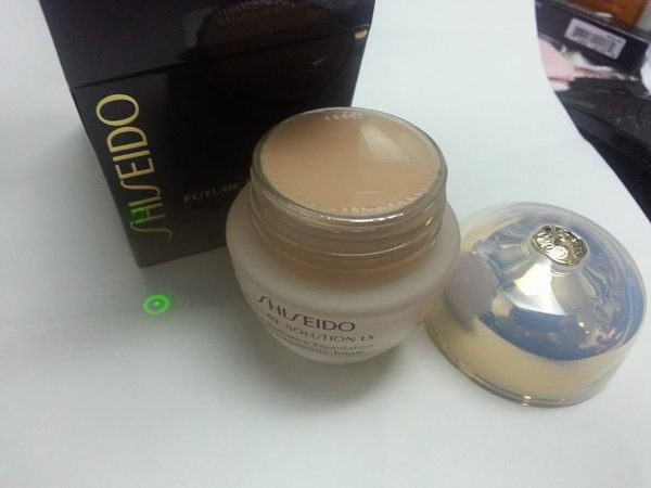 shiseido future solution lx total radiance foundation粉底霜