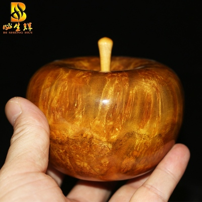 Christmas Eve gift apple gall gold camphor wood apple ornaments hand pieces of mahogany wood crafts Man playing small apple