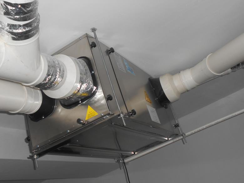 绿地香颂用户安装吊装式中央新风除湿机完工图