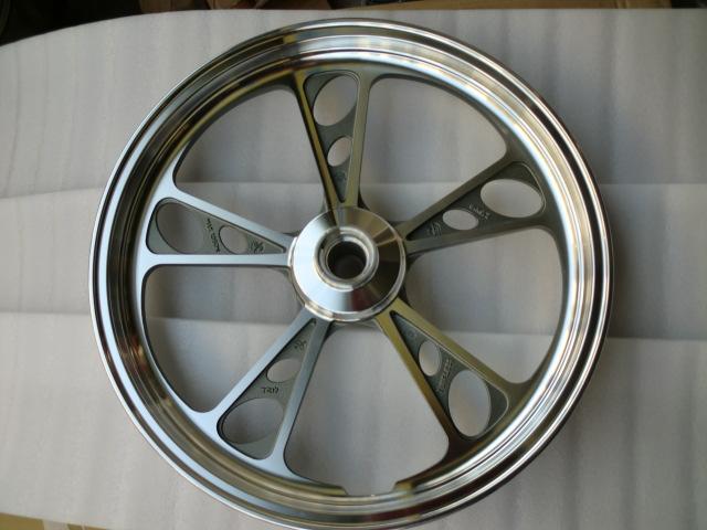 Колеса для мотоцикла Бэтмен оригинальный haojue мотоцикл Suzuki gz125hs (американский принц) фронт алюминиевые колеса (передние колеса)