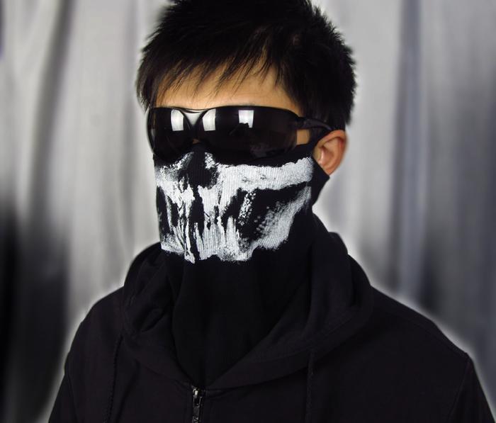 Парни в масках на пол лица